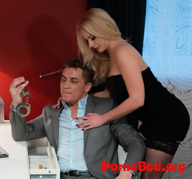 Elizabeth Romanova - Blonde wife handcuffed and fucked (MomXXX, SexyHub) (15.03.2019 | FullHD)