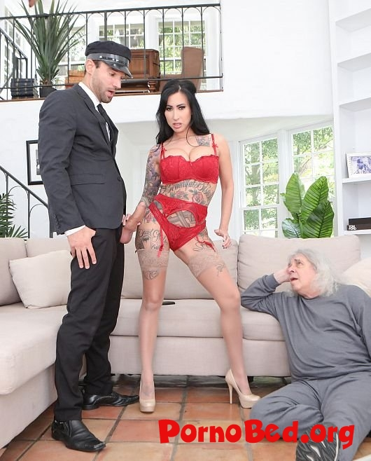 Lily Lane - Lilys Chauffeur Gives Her A Real Cock To Fuck (Cucked) (14.06.2019 | FullHD)