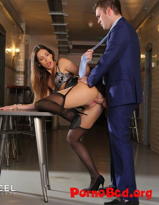 Clea Gaultier - Clea Gaultier shows her assets off (DorcelClub) (08.07..2019 | FullHD)