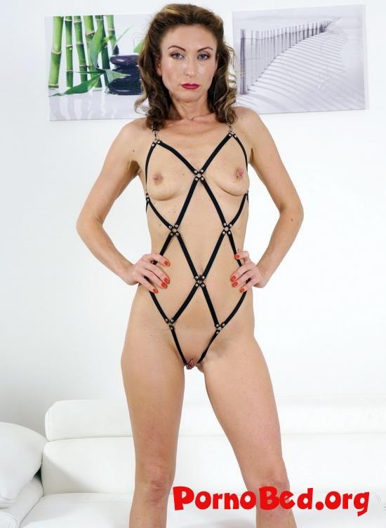 Brunette Bitch Julia